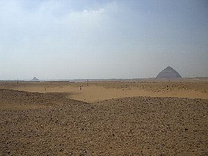 屈折ピラミッドと真正ピラミッド