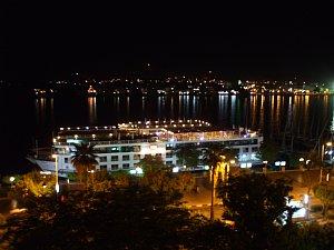 ホテルの部屋からナイル川の夜景