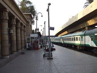 ギザ駅にて。寝台列車