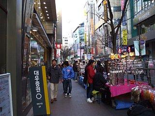 明洞(ミョンドン)の街角