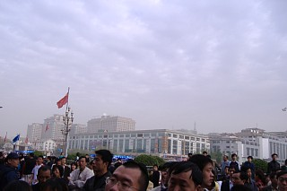 北京駅前から空を仰ぐ