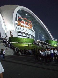 アリラン・マスゲーム開演前のメーデースタジアム