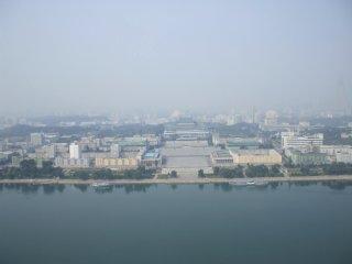チュチェ思想塔から眺めた平壌市内