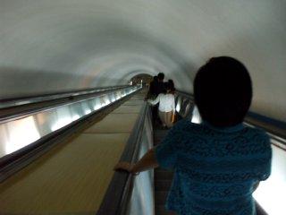 復興駅のエスカレーター