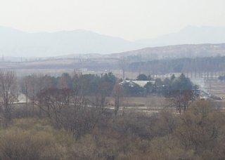 韓国側JSAの展望台から撮影した停戦協定調印式場