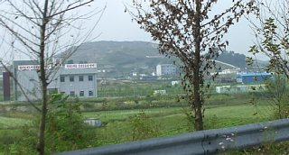 平壌開城高速道路沿いの集落