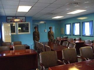 板門店、会議室内部(北から)