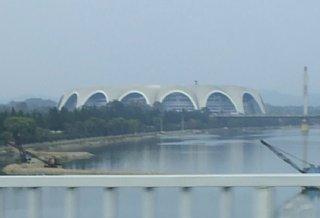 綾羅橋から見るメーデースタジアム