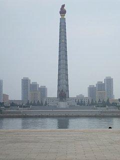 金日成広場側から大同江対岸を望む