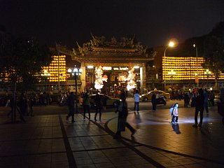 龍山寺の正門