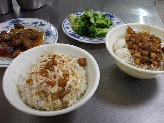 鶏肉飯や魯肉飯