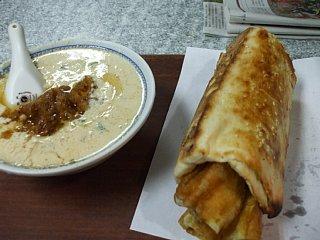 阜杭豆漿の塩味豆乳スープと揚げパン