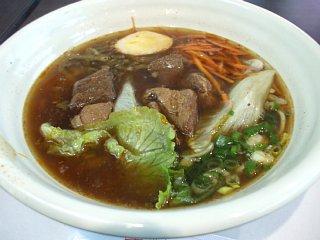 空港で、牛肉麺