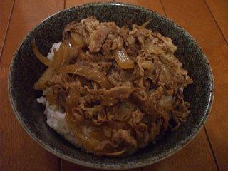 牛めし。松屋フーズの冷凍パック使用