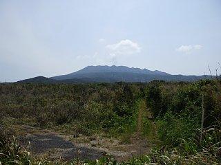 伊豆岬園地ラインコースから眺めた雄山