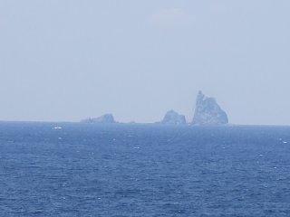 錆ヶ浜から眺める三本岳