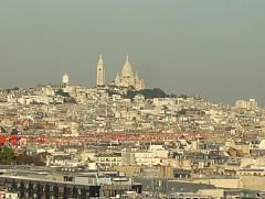 凱旋門屋上からモンマルトルの丘方面。サクレ・クール聖堂も見える