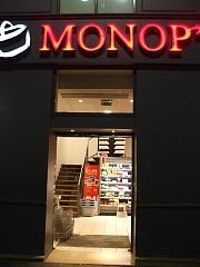深夜0時まで開店のMONOP'