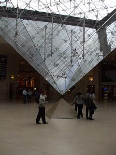ルーヴル美術館、逆ピラミッド