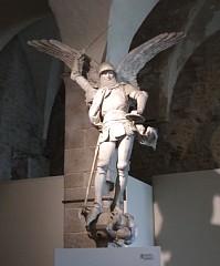 大天使ミカエルの像