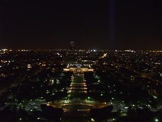 ライトアップされたシャン・ド・マルス公園。エッフェル塔、第2展望台から