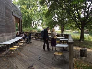 イン・ザ・パーク、カフェのテラス席