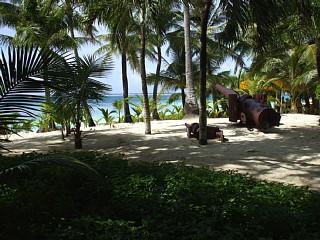 マニャガハ島にある旧日本軍の大砲