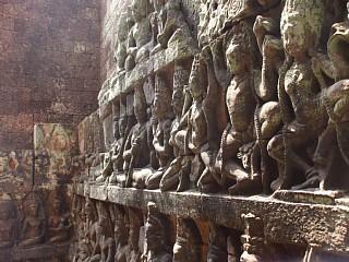象のテラス、内壁のレリーフ