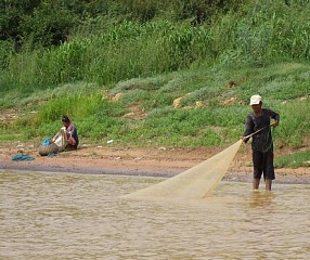 魚を獲る人