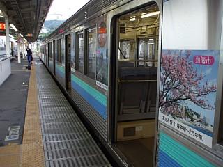 熱海駅でJR東海道本線から伊豆急行に乗り換え