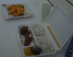船上で鶏とライスのシンプル弁当