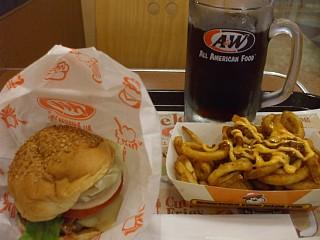 A&Wのモッツァバーガー、チリチーズカーリーフライセット