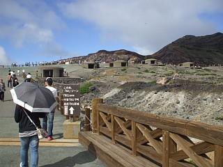 中岳火口周辺の散策路