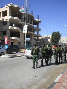 イスラエル兵とパレスチナ人