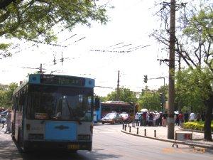 北京市内を走るトロリーバス
